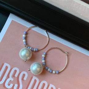 Chloe earrings 💙 Kan også fås i guld🧡 Vælg selv farve-kombination! Ægte sølv mellemstore hoops ✨⭐️✨⭐️✨⭐️✨