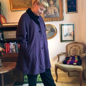 Vintagefrakke i uld. Købt i Berlin.
