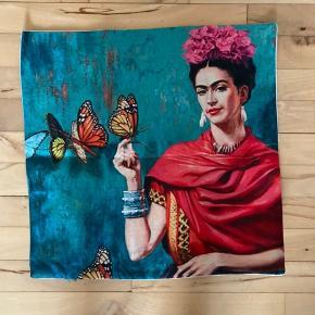 Frida Kahlo pudebetræk, måler ca 44*44 cm.
