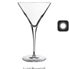 6 stk martiniglas/cocktailglas fra Luigi Bormioli, fremstår som nye, jeg har ikke længere kasserne, sælges derfor virkelig billigt!