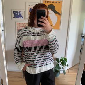 Super fik sweater fra only. I meget god stand, kun  brugt nogle gange.