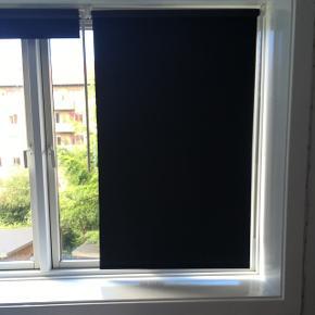 2stk helt nye IKEA mørklægnings gardiner. 100kr pr styk eller begge for 150kr.