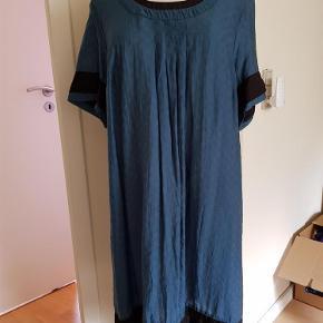 Varetype: kjole Størrelse: M Farve: Blå