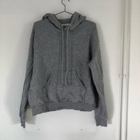 Lækker hoodie fra weekday. Brugt få gange