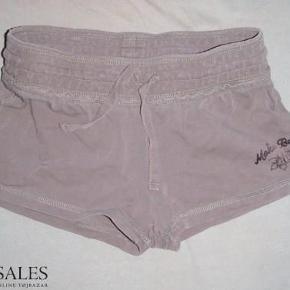 Varetype: søde brune shorts hotpants Farve: Brun  Super søde shorts :-)  De sælges for kun 50 kr. + porto :-)