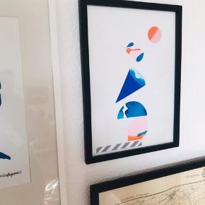 Super smukt papirklip lavet af århusiansk kunstner. Købt på Finderskeepers 👌🏼 i smukke neonfarver i str. A4. Ramme medfølger.    Bemærk - afhentes ved Harald Jensens plads eller sendes med dao. Bytter ikke 🌸  💫 Plakat kunst ophæng billede papir klip