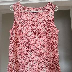 Ny bluse i lyserøde and hvide nuancer. Aldrig brugt. Byd gerne 😊 (jeg sender også gerne flere billeder)