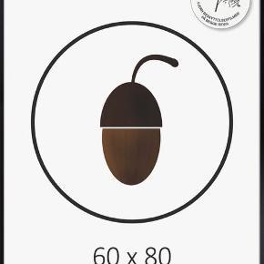 Sort aluramme.  Måler 60X80 cm.  Sælges for 100 kr.