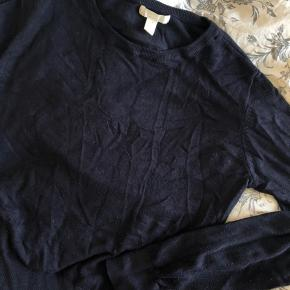 Fin simpel sweater fra H&M Lille i størrelsen, mere en Small God stand