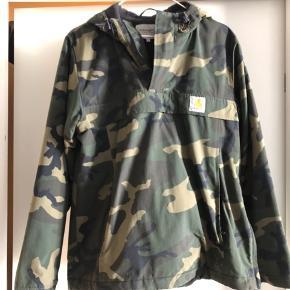Fed jakke som holder sindssygt godt og er varm og vandtæt ! Bare blevet for lille... nypris 1499kr