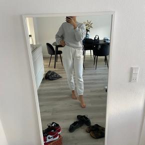 Hvidt spejl fra Jysk. Afhentes for 150 kr