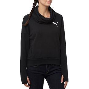 PUMA ELEVATED ROLLNECK SWEAT DAME - Aldrig brugt (fortsat med mærke)  Lavet med meget funktionelle materialer til at trække sved væk fra huden og hjælper med at holde dig tør og komfortabel under træningen, det bare kan blive din foretrukne sweatshirt.   Nypris 500 kr.  ❌BYTTER IKKE.