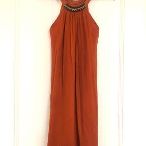 Så smuk vintage kjole fra London. Brugt en gang til et bryllup.  100% silke.  Bytter ikke.