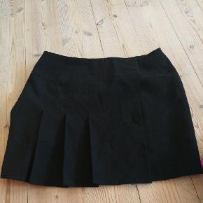 Slåom nederdel fra Renée Tyler. Str. 40 byd