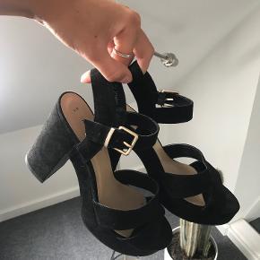 Sorte høje hæle fra New Look uden tegn på slid. Kom med et bud:)