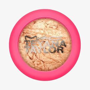 MAC X Teyana Taylor - Mineralise Skinfinish i farven House Of Petunia. Aldrig brugt. Nypris 270kr.