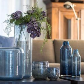 Smukkeste vase(r) fra Dutz.  Kun stået som pynt uden noget i.  Oplyst købs- og salgspris er pr stk.   Bytter desværre ikke..