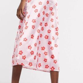 Sødeste blomstret satin nederdel fra Another Reason købt på ASOS.