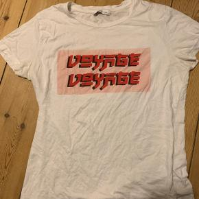 Samsøe & Samsøe t-shirt i størrelse small. Modellen fås ikke mere, og nypris var 350. Byd:)