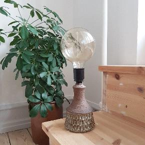 Sød keramik lampefod af Chris Haslev. H 22 cm (til fatning). E27. 😘♻️✌
