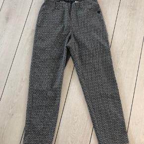 Sprit nye bukser  Prøvet men aldrig brugt  Alm i størrelsen  Super lækker pasform   FRATRÆK 50% AF PRISEN - 50% PÅ ALLE MINE ANNONCER