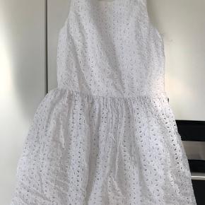 Sød sommerkjole fra Ralph Lauren. Aldrig brugt og med pris mærke.