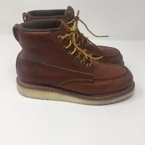 Flotte og velholdte læder støvler, kan bruges som vinterstøvler. Stand er god men brugt.