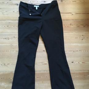 Sort bukser, brugt nogle gange.