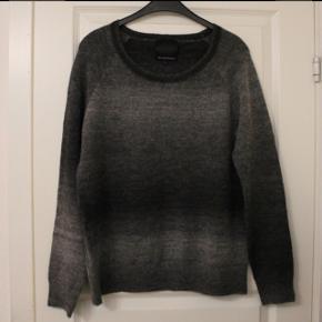 Second Female warm sweaterBrugt få gange  Ingen fnuller el lign  Nypris 800kr Se også mine andre annoncer 😊