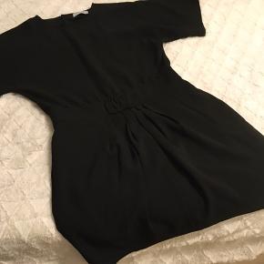 Enkel kjole med små fine detaljer