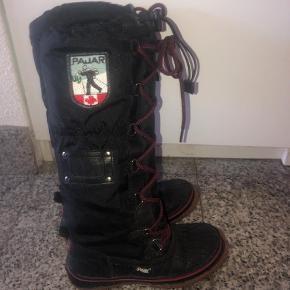 Varetype: Støvler Farve: Sort Oprindelig købspris: 1199 kr.  Super lækre foret støvler fra Pajar Brugt få gange og meget fin stand