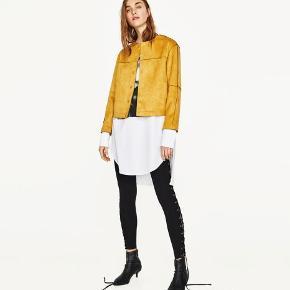 ZARA Suede Effect Jacket.  Cool, mørk sennepsgul (mustard) jakke/blazer fra Zara. Aldrig brugt pga. forkert størrelse.
