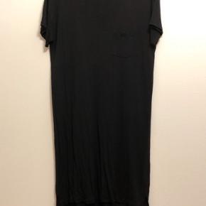 Sort t-shirt kjole fra T by Alexander Wang i str. M. Er så god som ny!
