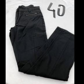 Flotte sorte bukser fra DNY Cph  Str. 40 Np = 299 Mp = 50 Helt ubrugte så god stand !