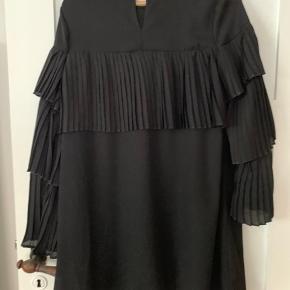 Smuk kjole fra Boohoo, som aldrig er brugt