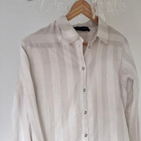 Super sød skjorte fra Storm og Marie  Prisskiltet er taget af, men den er aldrig brugt :)