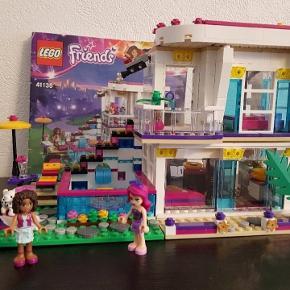 Lego Friends 41135. Sælges med manual.  Der mangler lidt pynte klodser som små blomster og bestik.  5 klodser til huset mangler, har ingen betydning for huset.