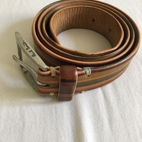 Ikonisk Paul Smith bælte i de kendte striber.    Str 34 (90cm)  Købt i London til omkring 150 pund.