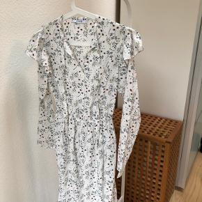 Ubrugt kjole fra Na-Kd med fin elastik i taljen