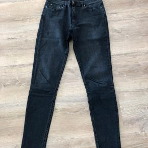 Acne Studios jeans, Skin 5 Roswell Str.: 29/34. Farve: grå/blå Slim fit m. stræk Lækker, tyk kvalitet Bytter ikke