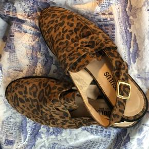 Lækre angulus loafers i leopardprint. Desværre købt for små så kun brugt få gange men lidt mærker på sålen fremgår af sidste billede.