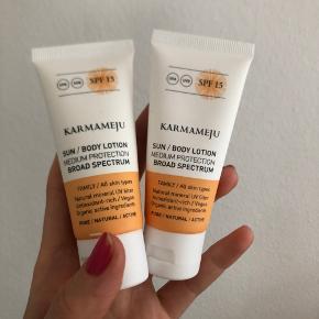 """Karmameju solcreme 2 x 30 ml  Pris pr stk  Nye!   Kan afhentes på Islands Brygge eller sendes efter ønske 💌  Brug gerne """"Køb Nu"""" 😊"""