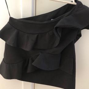 One-shoulder ruffle top fra italienske MSGM.  Kraftig kvalitet og brugt 2-3 gange.  Nypris ca. 2000,-