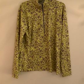 Skøn bluse som kan bruges til alt