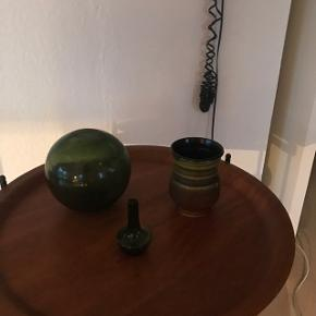 Skøn gl grøn Fiskekugle              Solgt Lille grøn glas vase                       Solgt Skøn vase 172/ 10 cm                     Mp  125kr  Randers nv ofte Århus Ålborg Odense København mm Sender gerne på købers regning   Til salg på flere sider