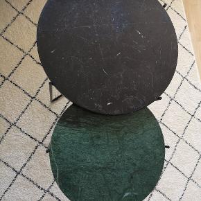 To borde fra Søstrene Grene. Prisen er for begge borde tilsammen.