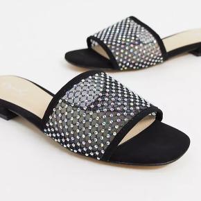 Qupid sandaler