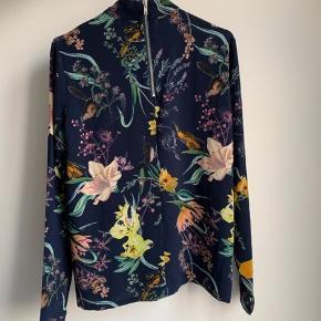 Super flot bluse - fremstår som ny.