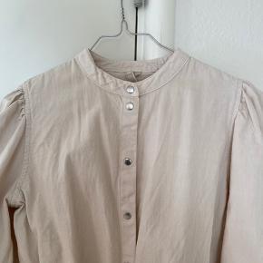 Pieces kjole med pufærmer str. S aldrig brugt BYD gerne:)