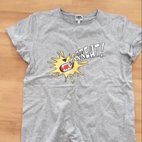 Karl Lagerfeld t-shirt. Nok nærmere str. 12 år.
